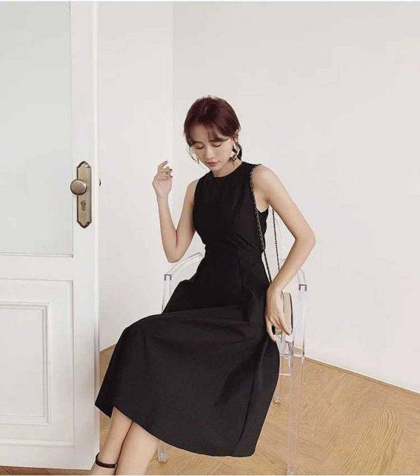 Đầm đen chéo lưng đơn giản 2