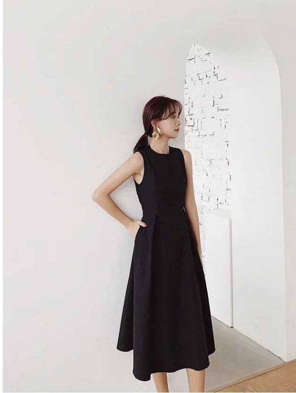 Đầm đen chéo lưng đơn giản 3