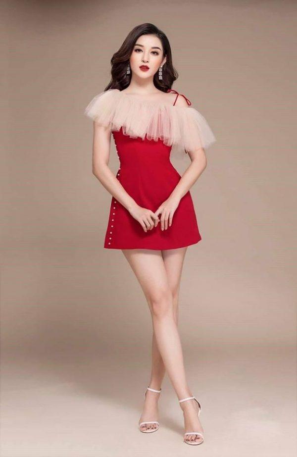 Đầm đỏ đính ngọc chất tuyết mưa