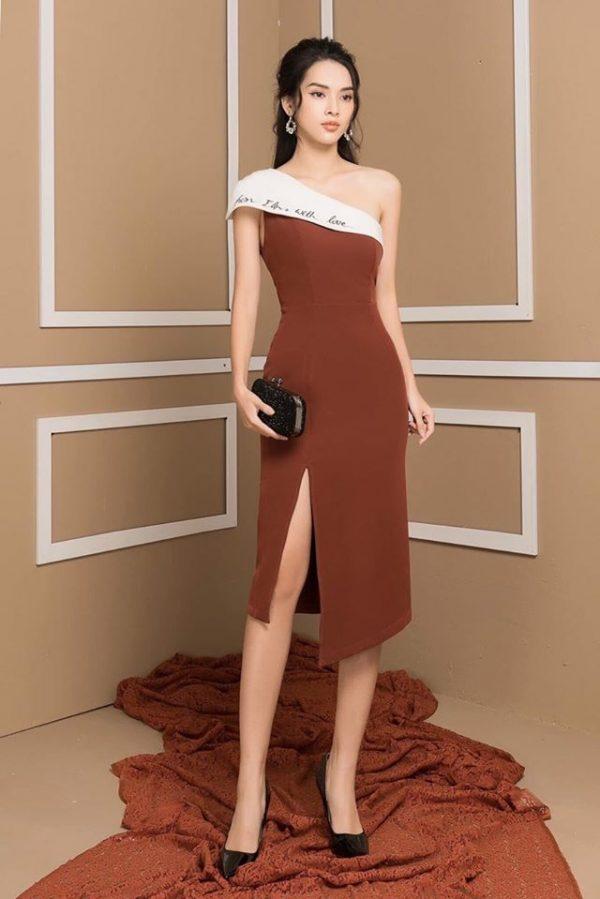Váy đầm lệch vai thêu chữ xẻ tà