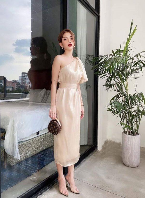 Đầm lệch vai màu trắng 1