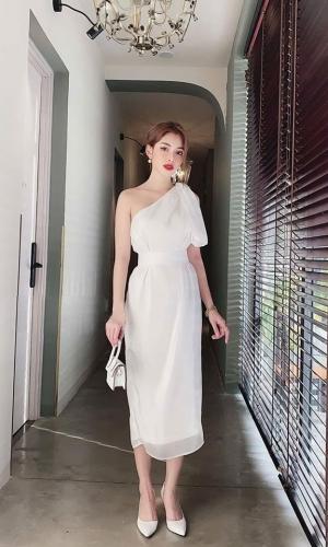 Đầm lệch vai màu trắng buột eo